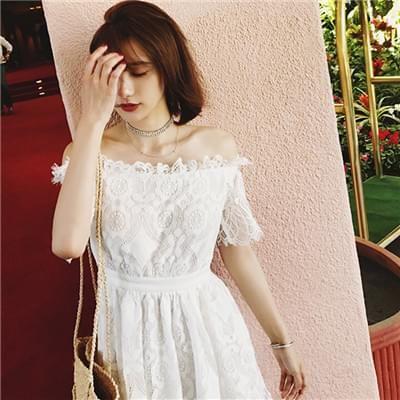 一字领蕾丝连衣裙